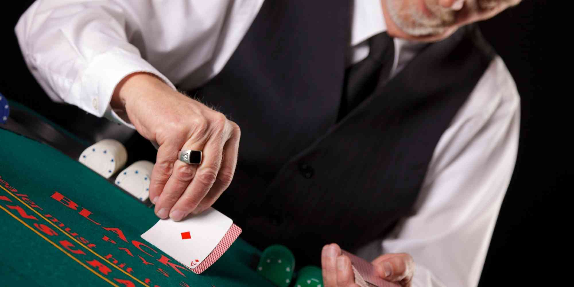 Tipping Casino Dealers – Why, How Much & Do They Keep It All?