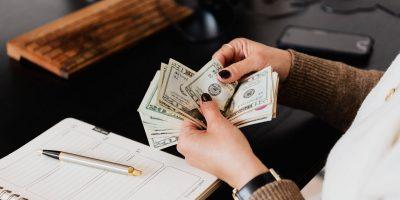 how do sports betting companies make money?